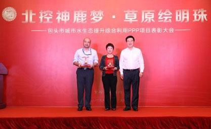 集团举办包头项目表彰大会,为获奖人员颁发金质纪念品
